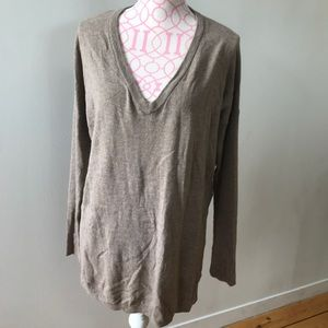 Sweaters - V-Neck Light Weight Sweater